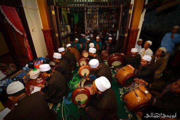 Ikhwanusshofa Society: Komunitas Dzikir Di Kota Metropolitan Jakarta