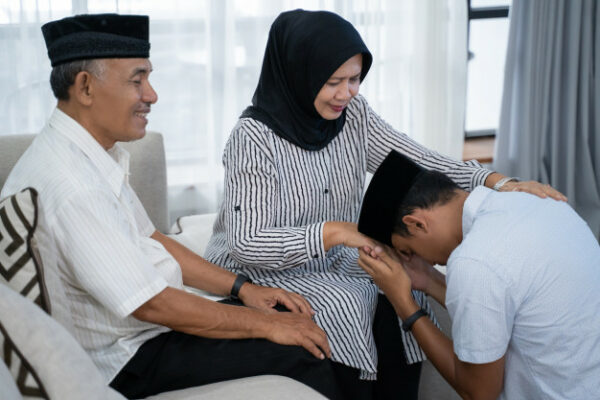 Bersama Keluarga,                                 Menggapai Surga
