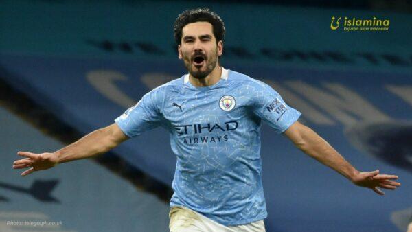 Sebar Kebaikan, Pemain Manchester City Bagikan Takjil