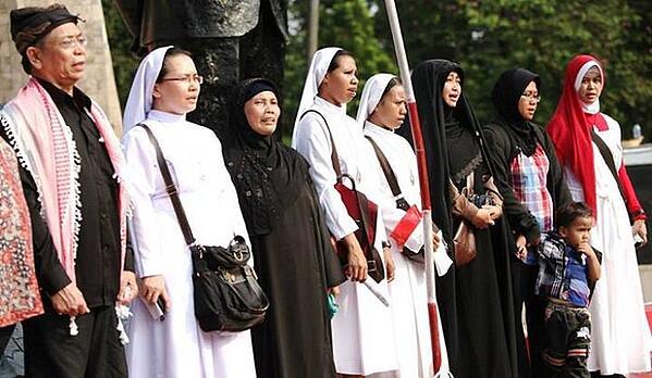 5 Cara Muslim Belajar Agama Lain